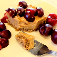 "Healthy No-Bake Peanut Butter ""Cheesecake"" - vegan, fruit-sweetened"