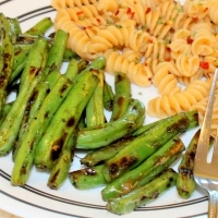 Blackened Garlic Green Beans